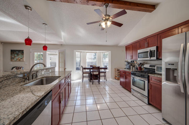 The spacious kitchen and dining area in this Bluewater Bay FL home for sale definitely inspires delicious meals shared with loved ones.