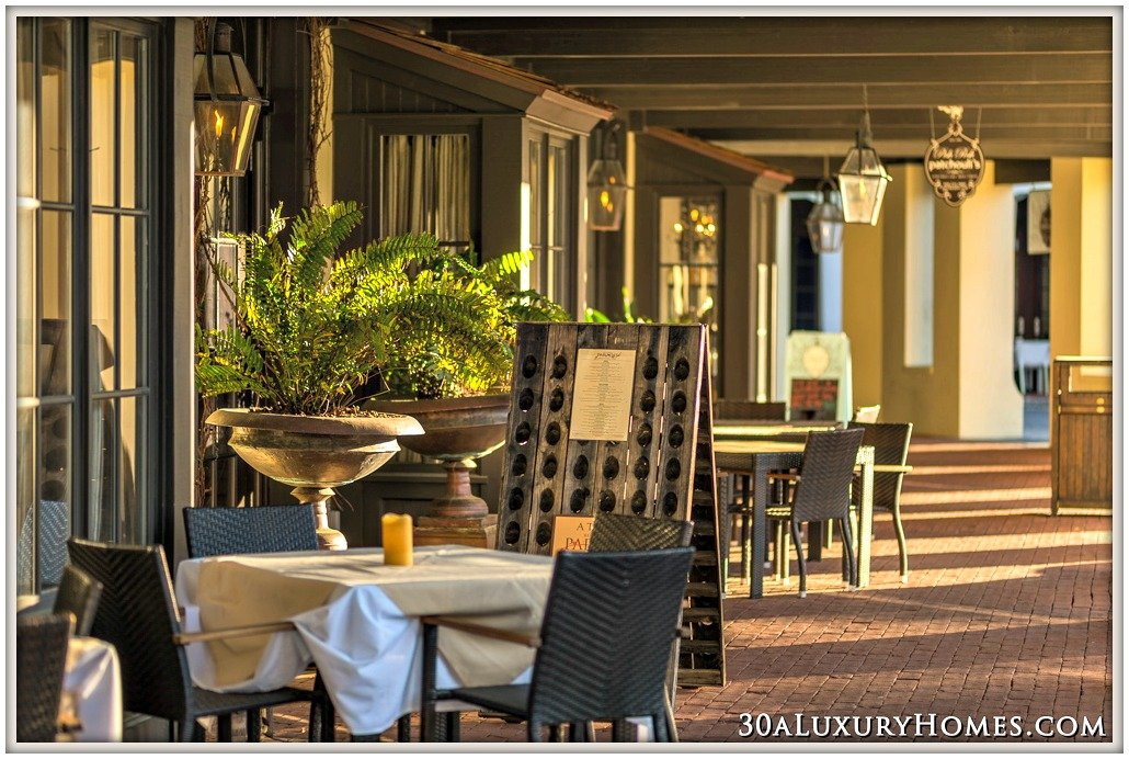 Whether you're in a rush to grab a quick bite or would want to enjoy a fine dining experience, the restaurants along 30A have got you covered.